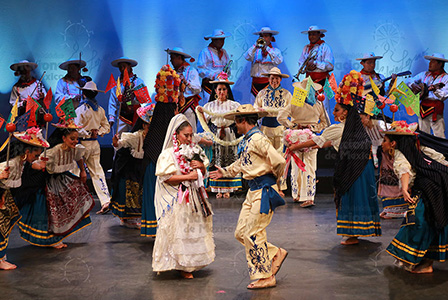 Enjoy a magical night with a Mexican dance show filled with music, color and fun.