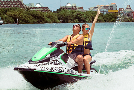 Go faster than ever in the Cancun waters and feel a rush of adrenaline.